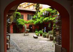Milano, Navigli, Cortile interno.
