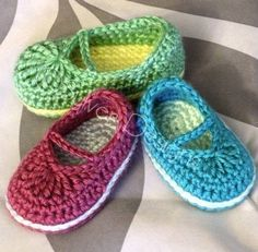 Cute little mary jane skimmers - something tells me they wouldn't stay on a little one's feet... $5.95 for the pattern