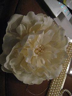 Ginormous Hair Flower: A Tutorial :  wedding accessories diy tampa tutorial Img 37501