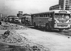Ônibus Aclo - Grassi A imagem mostra um ônibus de mecânica inglesa Aclo, e carroceria Grassi, de São Paulo, em frente à Central do Brasil (Rio de Janeiro) em 1956. Este ônibus percorria a linha que na época tinha o número 207, Ribeira (Ilha do Governador) - Castelo, pela Viação Ideal. A linha ainda existe, e continua sendo servida pela mesma empresa, agora com o número 324