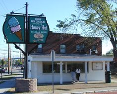 Who doesn't love the Honey Hut in Cleveland, Ohio? Cleveland Scene, Cleveland Rocks, Cleveland Ohio, Cincinnati, County Seat, Lake Erie, Buckeyes, Best Location, Orange Blossom