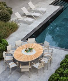 Parterre_O-zon Oval Dining Tables by Royal Botania