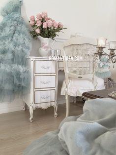 Pastel yesiller-Romantik evim pastel dekorasyon-vintage elbiseler-vintage mobilyalar-taze cicekler-romanticev