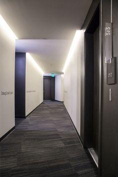 Gayley & Lindbrook – Design Is … Award People's Choice - Couloir Hotel Hallway, Hotel Corridor, Hallway Paint, Elevator Lobby, Public Hotel, Corridor Design, Hallway Inspiration, Hallway Designs, Condo
