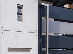 Videodomofon Gate Designs Modern, Modern Fence Design, Boundary Walls, Sliding Gate, Entrance Gates, Shades Of Grey, House Design, Interior Design, Outdoor Decor
