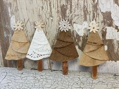 Paper Doily Crafts, Doilies Crafts, Paper Doilies, Diy Paper, Christmas Ornament Crafts, Holiday Crafts, Christmas Crafts, Christmas Trees, Christmas Bows