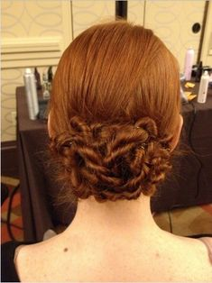 Compared with other exquisite and complicated bun hairstyles, the low bun hair maybe is the easiest updo for women. But it still looks chic and fabulous with its simple yet adorable shape. Moreover, it can make you an appropriate appearance in any events and it is the most suitable hair for the coming winter 2014.[Read the Rest]