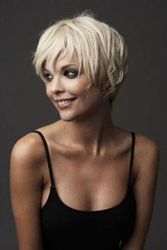 Pixie cuts are so versatile nowadays and long pixie cuts getting more and more popular. So here are the pics of 20 Longer Pixie Cuts We Love! Pixie cuts are. Modern Short Hairstyles, Popular Short Hairstyles, Short Pixie Haircuts, Short Hair With Bangs, Cute Hairstyles For Short Hair, Pixie Hairstyles, Blonde Hairstyles, Thick Hair, Long Bangs