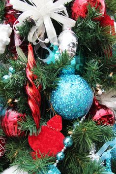 Decorating Home Christmas Room  teal and red christmas decoration