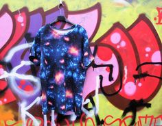 Vaateviidakko: Galaksipaita ja huppari miehelle Diy Shirt, Diy Clothes, Handmade, Shirts, Diy Clothing, Hand Made, Dress Shirts, Clothes Crafts, Shirt