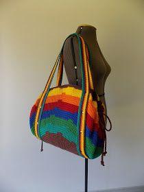 Olá!!!   Gente, espia que linda esta sacola! Ela é imensa aberta, como é um círculo perfeito, funciona até prá sentar em cima. É criação mi...