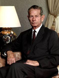 """25 octombrie 2014: """"La Mulți Ani!"""" Majestății Sale Regelui Mihai I al României, care împlinește azi 93 de ani! Trăiască Regele! DORIM RESTAURAREA MONARHIEI prin MS Regele Mihai și succesorii săi! https://www.facebook.com/media/set/?set=a.732283886819600.1073741875.164437050270956&type=1 Alăturați-vă eforturilor Alianței Naționale pentru Restaurarea Monarhiei (ANRM) http://www.anrm.ro și https://www.facebook.com/anrmro"""