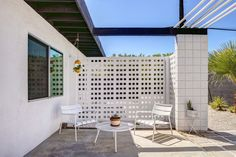 A Donald Wexler-Designed Midcentury Home in Palm Springs Asks $599K - Photo 8 of 10 -