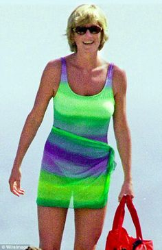 Diana bought matching sarongs from Gottex which covered her tummy and, in effect, turned her swimsuit into an elegant, figure-hugging mini-dress Diana Williams, Princess Diana Pictures, Diana Fashion, Lady Diana Spencer, Princess Of Wales, Queen Of Hearts, Most Beautiful Women, Swimsuits, Bikinis
