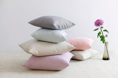 Pellavaista pastellia. ELSA koristetyyny - saatavilla koossa 45x45 cm & 60x60 cm. Bed Pillows, Pillow Cases, Products, Lilac, Pillows, Gadget