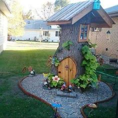 Turn your tree stump into a little house in the garden! I love how they used pallets for the roof and rocks to surround it. (source unknown) How cool is this idea?! When you have to cut down trees, paint them awesome patterns so the kids can play on them! (source unknown) Grow flowers inside …                                                                                                                                                                                 Mais