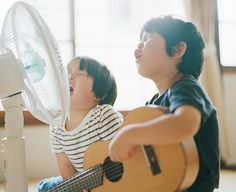 This photo of siblings singing into a fan makes me SO HAPPY!     (More Hideaki Hamada images here: http://hal.petit.cc/)