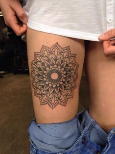189 Most Attractive Thigh Tattoos For Women cool  Check more at http://fabulousdesign.net/thigh-tattoos-for-women/