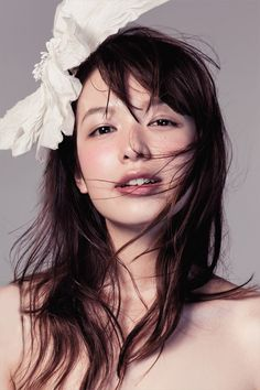 Natural, slightly flushed/sunburned, dewy mori girl look. Japanese Beauty, Japanese Girl, Asian Beauty, Beautiful Figure, Cute Beauty, Japanese Models, Poses, Woman Face, Beauty Women