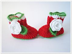 Christmas baby boots, Santa baby boots, Crochet baby booties, Red white shoes, Knitted baby boots, Baby shoes, Newborn Christmas shoes #bestofEtsy #etsy #handmade #design #etsymntt #etsyretwt #gifts