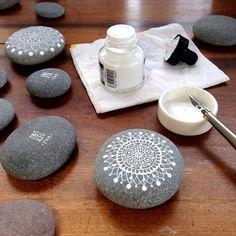 Mandala Painted Pebbles by MagaMerlina Dot Art Painting, Pebble Painting, Pebble Art, Stone Painting, Mandala Painted Rocks, Hand Painted Rocks, Painted Pebbles, Painted Stones, Stone Crafts