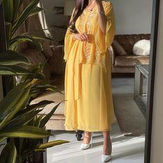Iranian Women Fashion, Arab Fashion, Muslim Fashion, Modest Fashion, Fashion Dresses, Stylish Dresses For Girls, Nice Dresses, Classy Outfits, Beautiful Outfits