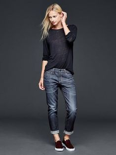 50 manieren om jeans te dragen Jeans, sweater and sneakers outfit what to wear with baggy Casual Fall Outfits TSpring outfits in schwa Mode Outfits, Jean Outfits, Fashion Outfits, Sneakers Fashion, Gap Outfits Women, Clothes Women, Women's Clothes, Cute Grunge Outfits, Casual Outfits