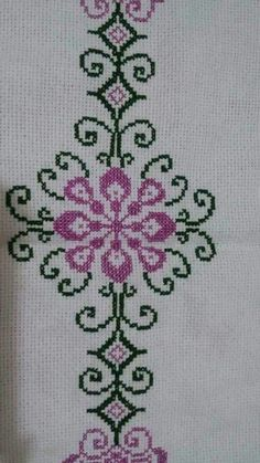 Really nice Cross-Stitch towel and pattern. Hand Embroidery Design Patterns, Diy Embroidery, Easy Crochet Patterns, Cross Stitch Embroidery, Knitting Patterns, Cross Stitch Designs, Cross Stitch Patterns, Palestinian Embroidery, Yarn Shop