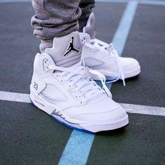 san francisco 24976 1cc44 Air Jordan 5 White Metallic Jordan Schuhe, Modisch, Nike Air Jordans, Air  Max