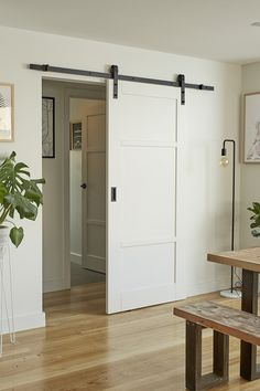 Turn one space into two and give your home a rustic focal point with our Lockwood barn door sets Informations About Barn style sliding doors: How & why to get the look Pin You can easily use Kitchen Doors, Home Decor Kitchen, Barn Style Sliding Doors, Sliding Bathroom Doors, Diy Sliding Door, Interior Barn Doors, French Doors, New Homes, House Design