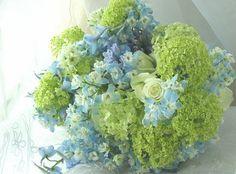 ブーケ クラッチ 透明感 淡いブルー、淡いグリーン : 一会 ウエディングの花 Love Flowers, Fresh Flowers, Wedding Bouquets, Wedding Flowers, Hydrangea, Wedding Colors, Floral Arrangements, Green, Gardening
