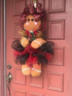Best 12 Gingerbread Girl Wreath Christmas Wreath by EnchantedbyRenee on Etsy – SkillOfKing. Gingerbread Christmas Decor, Gingerbread Crafts, Gingerbread Decorations, Felt Christmas Decorations, Whimsical Christmas, Christmas Diy, Christmas Ornaments, Nutcracker Christmas, Halloween Crafts For Kids