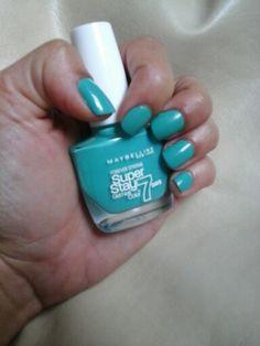 Weekend Nails #blogpost blogclaudiamaral.blogspot.co.uk #blogger #bbloggers #beauty #nailpolish #maybelline #green