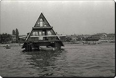 Kadıköy, Kalamış - Mimar Melih Koray'ın yaptığı katamaran ev - 1970'li yıllar