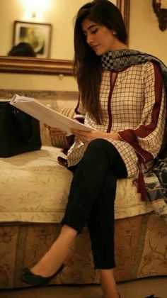 Tights worn with soft silk printed top Simple Pakistani Dresses, Pakistani Fashion Casual, Pakistani Dress Design, Pakistani Outfits, Indian Outfits, Indian Fashion, Kurti Designs Pakistani, Stylish Dresses, Simple Dresses