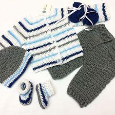 La imagen puede contener: rayas Drops Baby, Crochet For Boys, Fingerless Gloves, Arm Warmers, Crochet Bikini, Bikinis, Swimwear, Winter, Instagram