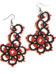 Boucles d'oreille noir et rouge en dentelle de frivolite, tatting, tatted : Boucles d'oreille par carmentatting