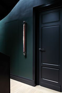 This black and dark green interior paint palette adds a modern touch to this hallway. Studio Ko Paris This black and dark green interior paint palette adds a modern touch to this hallway. Studio Ko Paris Click The Link For See Dark Green Walls, Dark Walls, Dark Interiors, Colorful Interiors, Interior Paint Palettes, Paris Loft, Dere, Basement Bedrooms, Black Doors