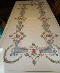 Vintage Embroidered Tablecloth and 11 Napkins