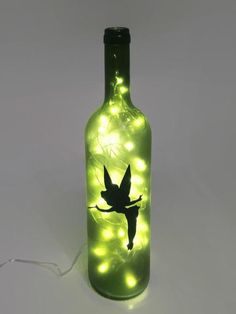 Recycled wine bottle made into a lamp with Tinkerbell from Peter Pan on the front. Perfect for any D Fête Peter Pan, Peter Pan Party, Glass Bottle Crafts, Wine Bottle Art, Wine Bottles, Festa Thinker Bell, Tinkerbell Gifts, Tinkerbell Makeup, Tinkerbell Disney