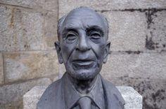 BUSTO DE RAUL DE SÁ CORREIA -  Busto em bronze, com base em granito. 2000
