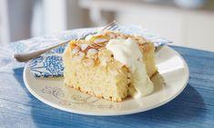 Buttermilchkuchen mit Mandelblättchen Rezept   Dr. Oetker Vanilla Cake, Creme, Sweet Treats, Sweets, Baking, Food, Art, Sliced Almonds, Parchment Paper Baking