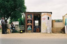 The Barbershop Clubhouses of South Africa Barber Man, Barber Shop, African Hair Salon, Bearded Tattooed Men, Bearded Men, Native American History, American Indians, American Frontier, Mountain Man