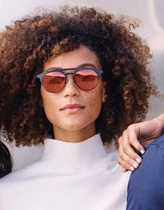Natural curls and sunnies Hello Gorgeous, Gorgeous Women, Curly Hair Styles, Natural Hair Styles, Shades Of Black, 50 Shades, Warby Parker, Got The Look, Natural Curls