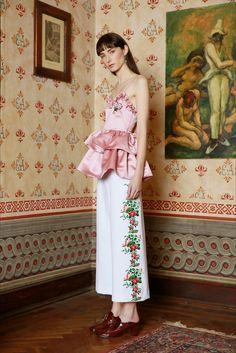 Vivetta Milano - Pre-Fall - Shows - Vogue. Live Fashion, Daily Fashion, Fashion Show, Fashion Design, Fashion News, Women's Fashion, Couture Fashion, Runway Fashion, Vogue