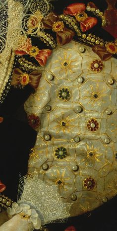 Details of Portraits of Elizabeth I. The Queen's sleeve embroidered with suns. The Sun was a symbol which occurred frequently in Elizabeth's iconography.