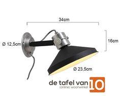 Wandlamp met een doorsnede van 23,5cm en diepte van 34cm, uitgevoerd in stoer zwart met aluminium