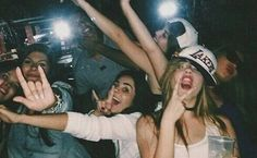 The funniest and the most embarrassing photos of drunk girls Ft Tumblr, Tumblr Girls, Party Pictures, Friend Pictures, Drunk Pictures, Squad Pictures, Best Friend Goals, Best Friends, Young Wild Free