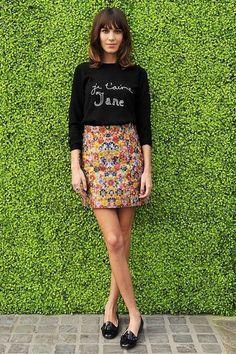 le look d'Alexa Chung pour moins cher jupe fleurs mocassin sewatshirt