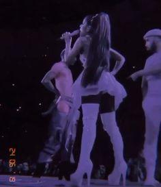 Ariana Grande Singing, Ariana Grande Legs, Ariana Grande Photoshoot, Ariana Grande Concert, Ariana Grande Drawings, Ariana Grande Pictures, Ariana Geande, Ariana Video, Ariana Tour